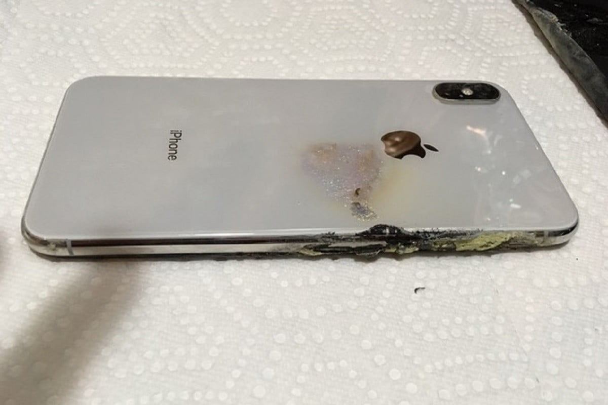 Iphone Xs Max Allegedly Catches Fire Emits Green And Yellow Smoke Digital Trends