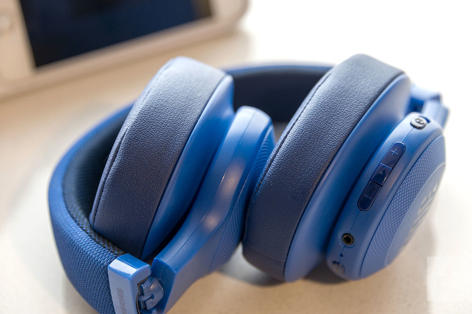 Walmart has booming discounts up to $80 on Sony and JBL wireless headphones