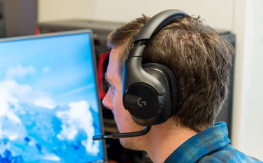 Logitech G533 Wireless Gaming Headset Review | Top of its