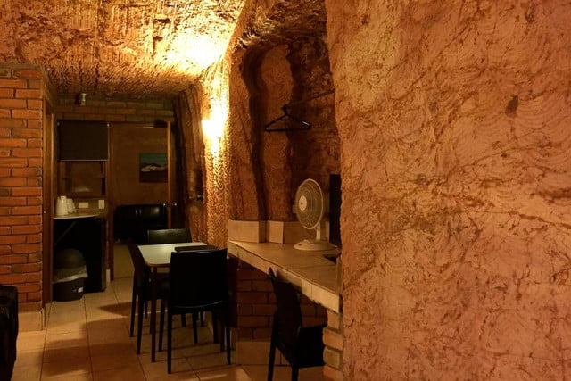 coober pedys residents live in underground dugouts lookout cave motel 0010