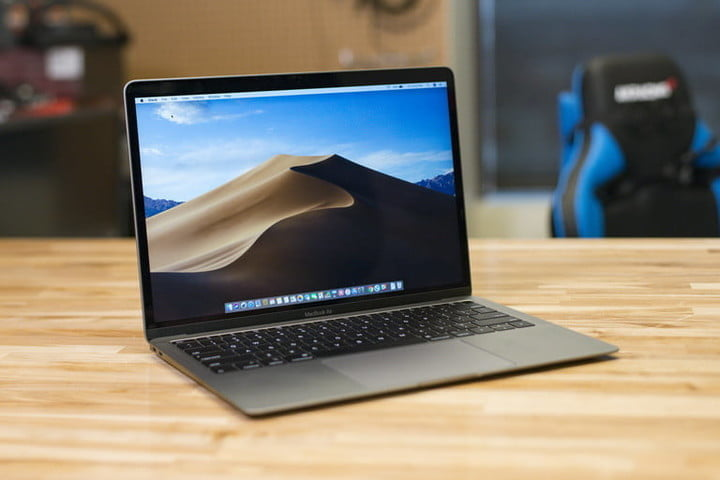 Amazon drops massive deals on these Apple MacBook Air and Macbook Pro laptops