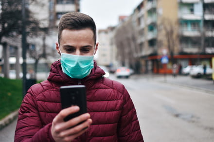 man checking phone with mask getty 440x292 c - Tech firms donate 10 million face masks stockpiled after California wildfires -  ایگر
