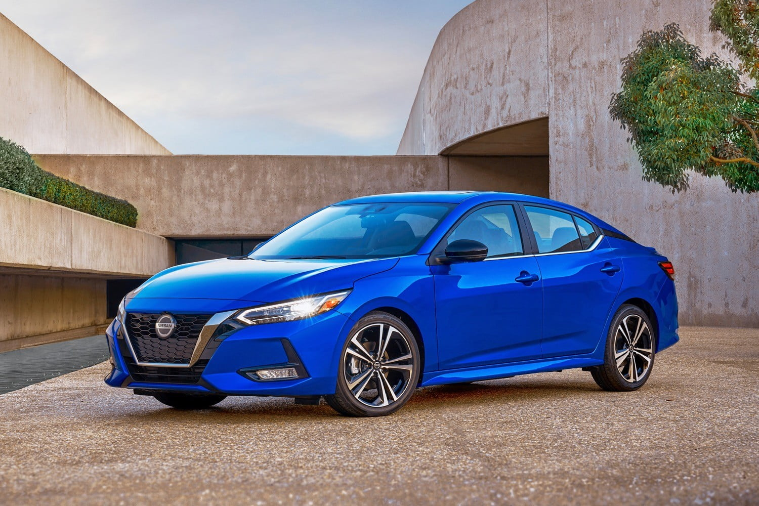 2020 Nissan Sentra banishes boring styling, as well as its turbocharged engine