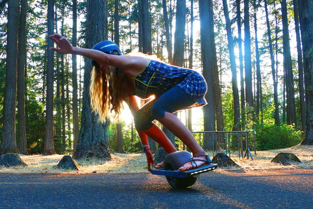 onewheel electric skateboard lifestyle image 14