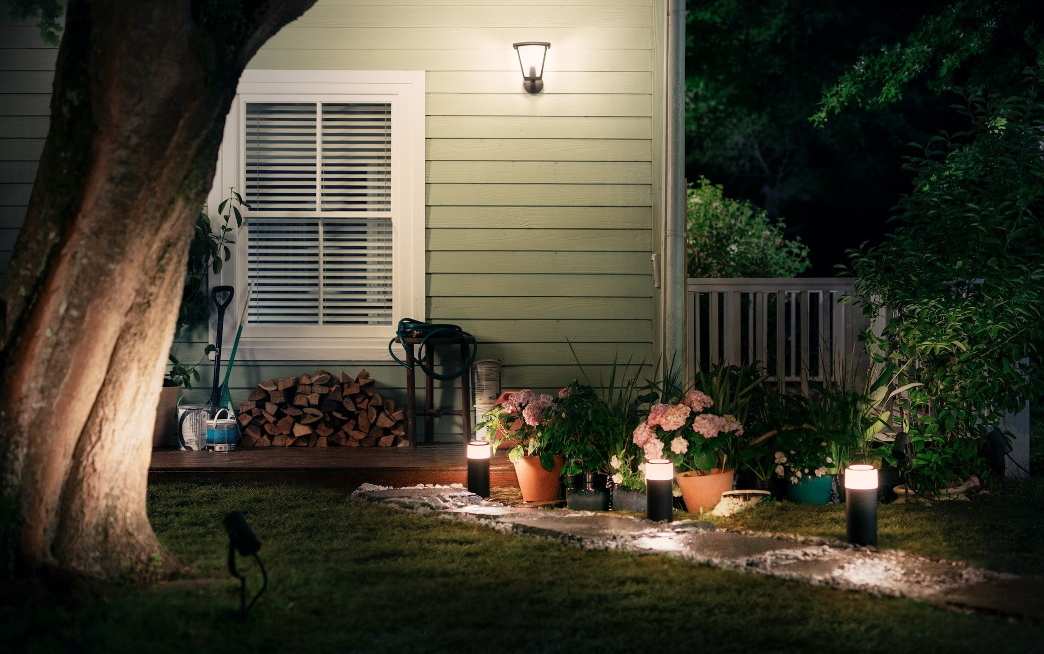 Philips Hue Expands Outdoor Lighting Range At Ces 2019