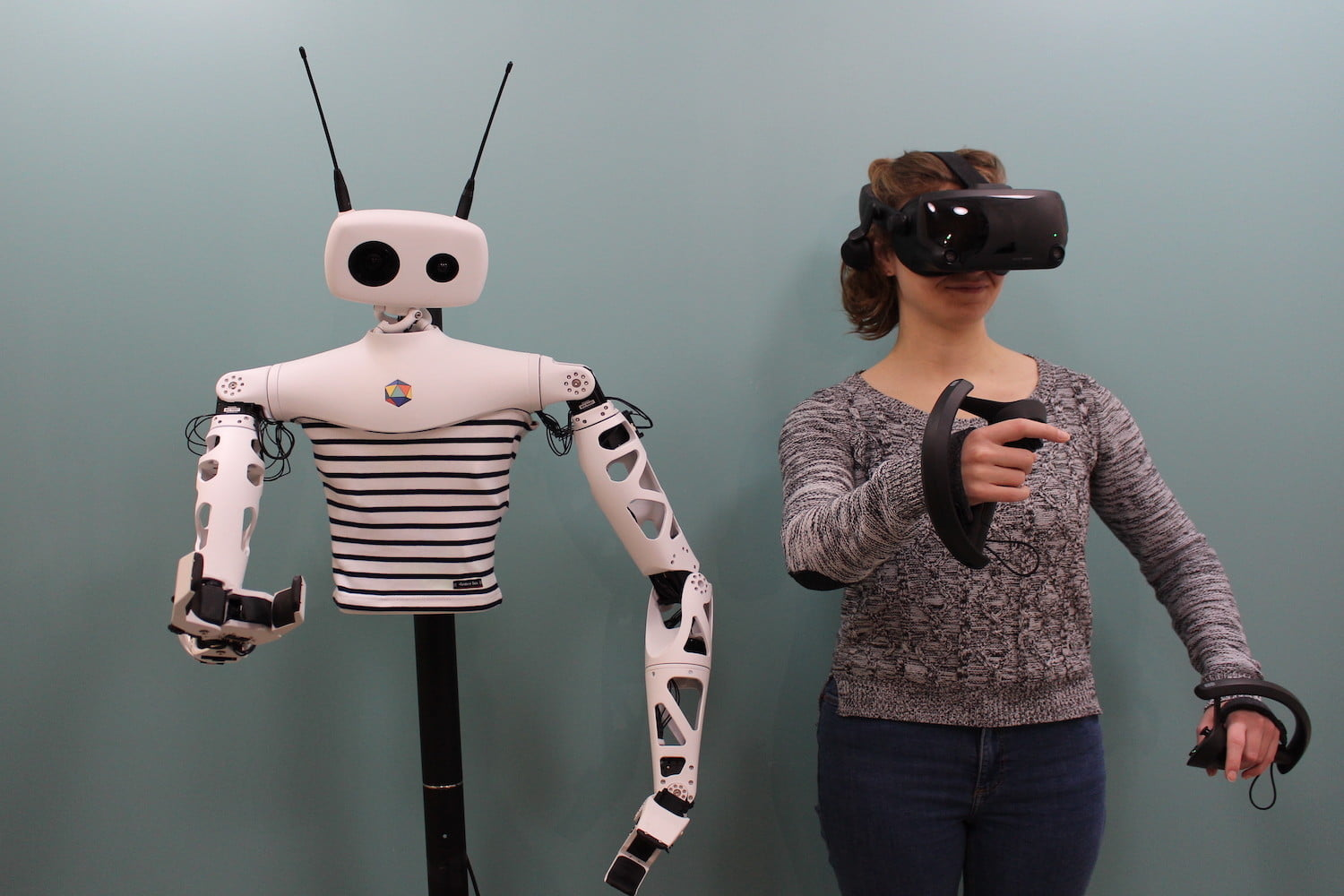 digitaltrends.com - Luke Dormehl - Quirky Humanoid Robot Can Be Teleoperated Using a VR Headset