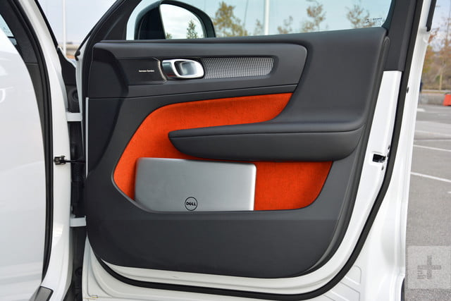 Volvo XC40 door laptop