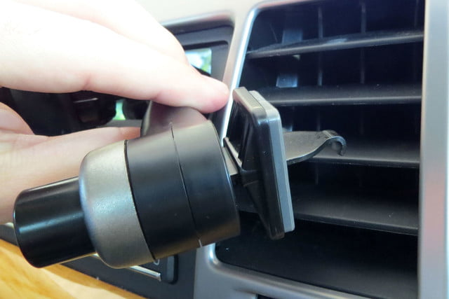 hands on satechi car mounts and accessories ventie adjustable vent phone mount lock