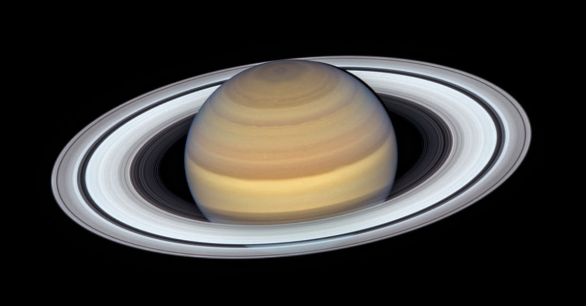 Saturn's Rings Are on Full Display in NASA's Latest Hubble