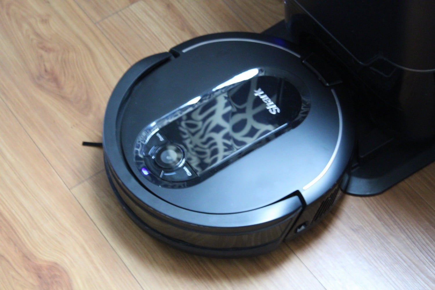 Shark IQ Robot R101AE Self-Emptying Robot Vacuum review