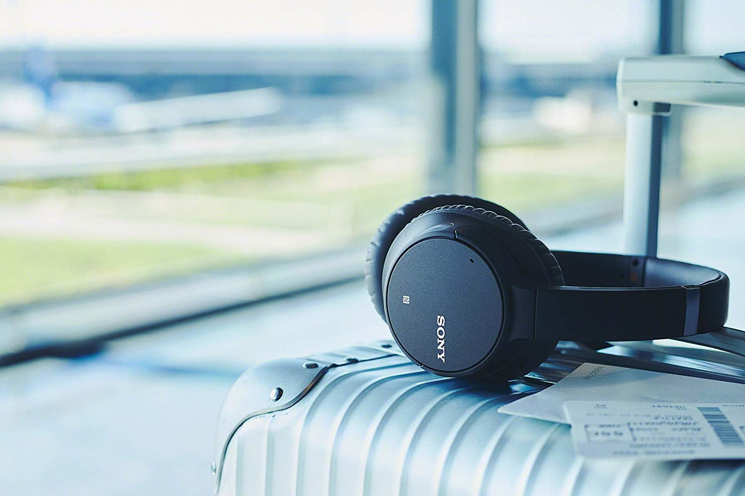 Amazon delivers a sale on Sony wireless noise-canceling headphones