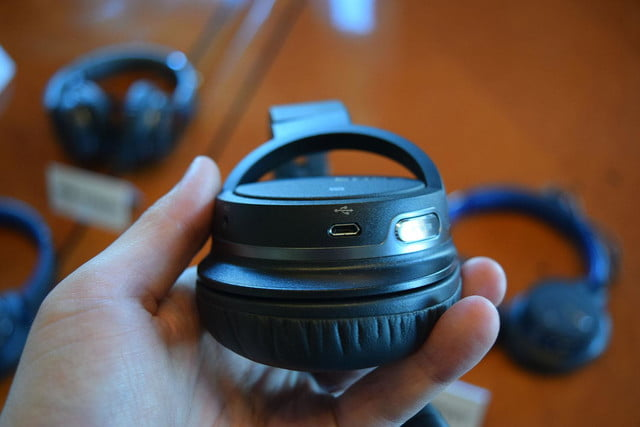 Sony MDR-ZX770BT hands on 6
