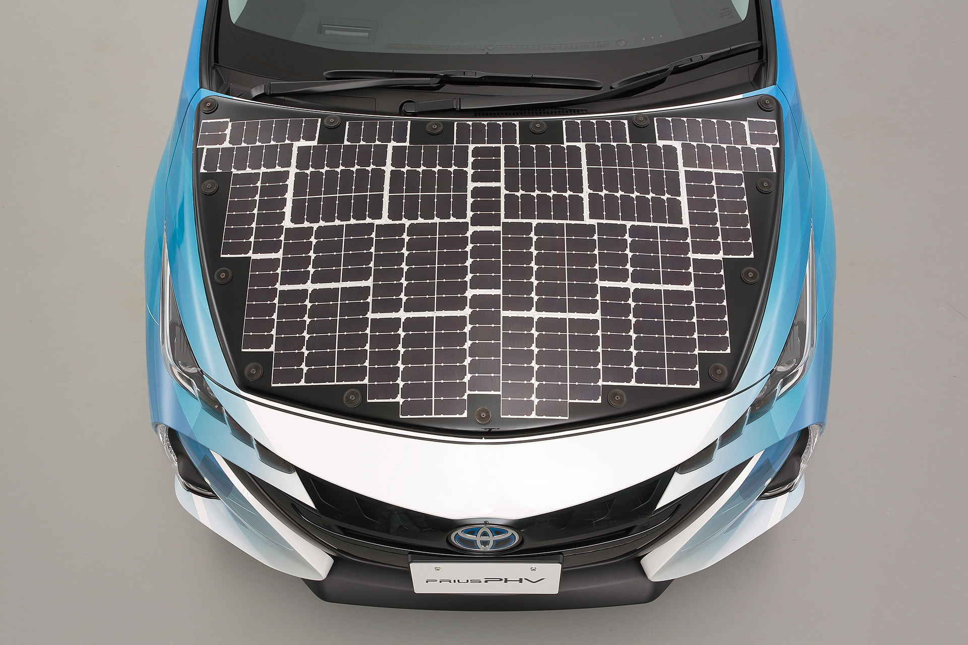 Toyota covers a Prius in solar cells to boost its range by 27 miles