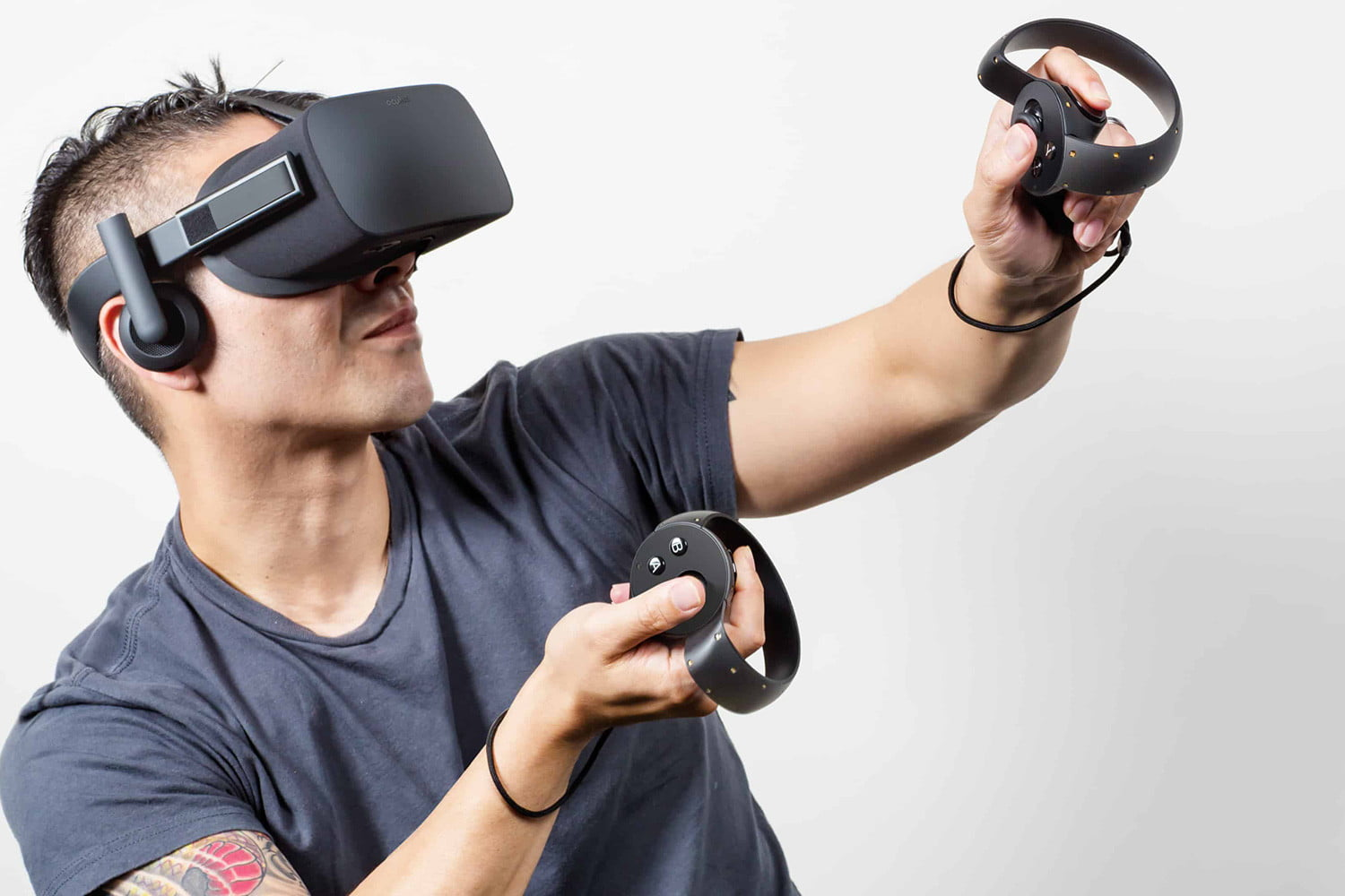 Oculus Quest vs  Oculus Rift | Which VR Headset Is Better