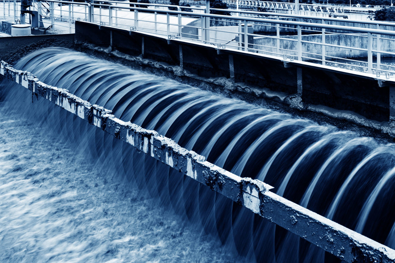 Ingenious new sewage treatment system generates electricity and clean water