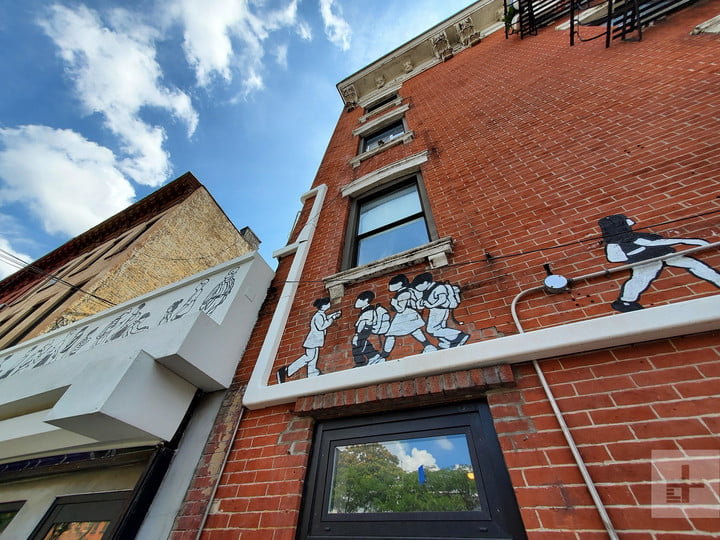 samsung galaxy note 10 plus review wide angle lens street art