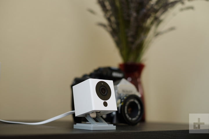 WyzeCam hands-on review table