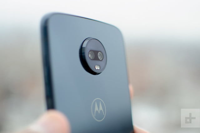 revision moto z3 play hands on camera lens angle 800x533 c