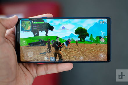 Do You Play Fortnite On Your Phone You Can Use Controls On The