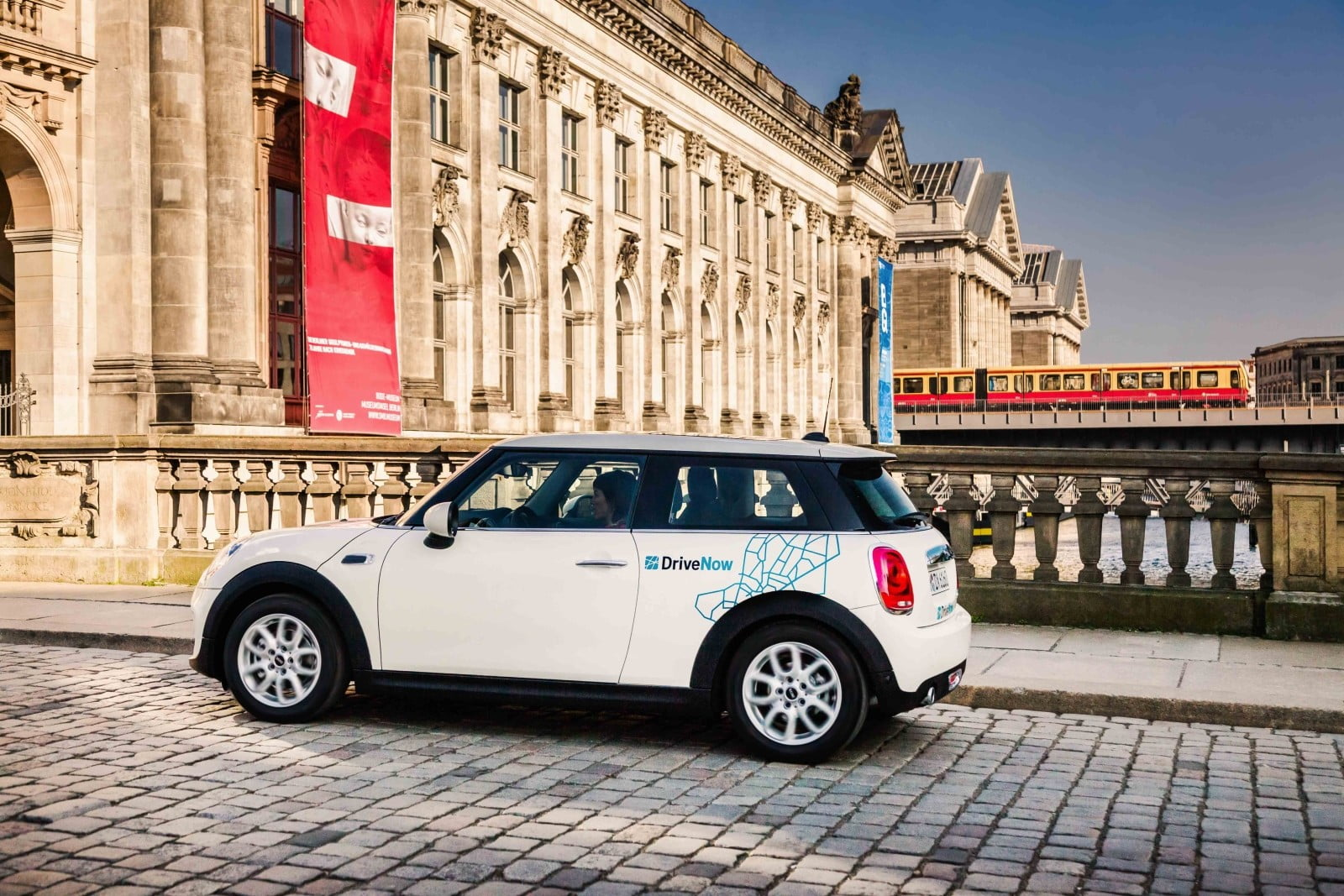 Bmw Group And Daimler Ag Join Forces For Expanded Mobility Services