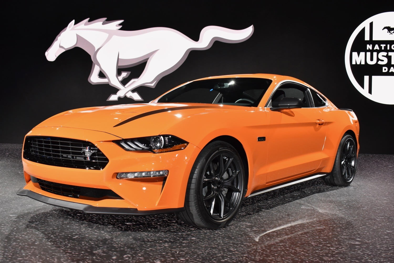 2020 ford mustang ecoboost performance package gets 330 hp digital trends