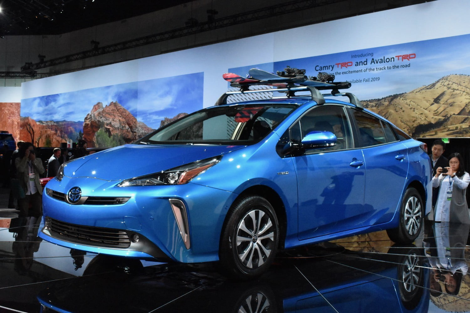 All Wheel Drive 2019 Toyota Prius Debuts At 2018 L A Auto Show Digital Trends