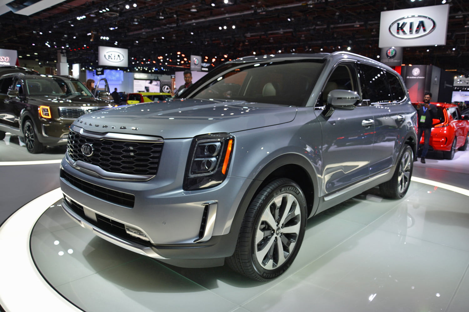 Cars With 3 Rows Of Seats >> 2020 Kia Telluride Suv Unveiled At 2019 Detroit Auto Show Digital