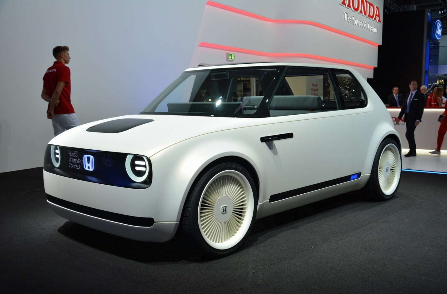 the best concept cars of all time list pictures specs digital trends. Black Bedroom Furniture Sets. Home Design Ideas