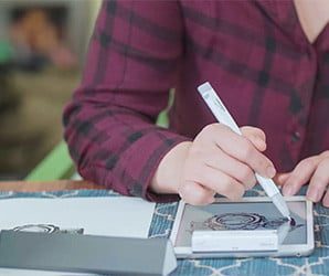 Share your handwritten notes and doodles in real time with this smart pen