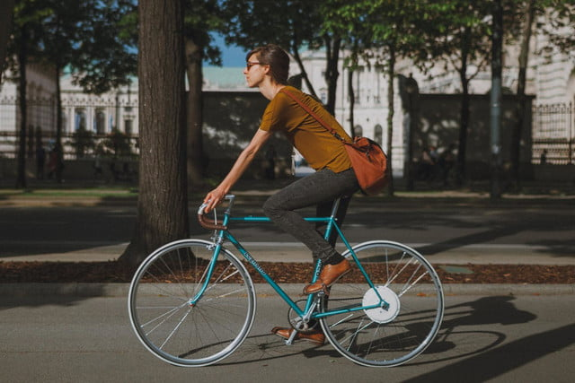 the smart wheel gives you a 250 watt boost on your commute flykly 1