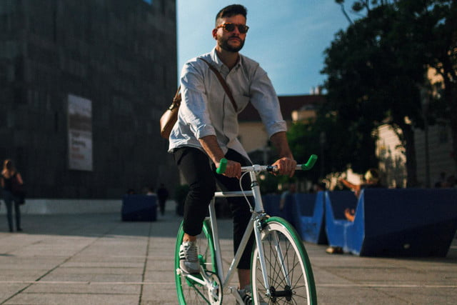 the smart wheel gives you a 250 watt boost on your commute flykly 2