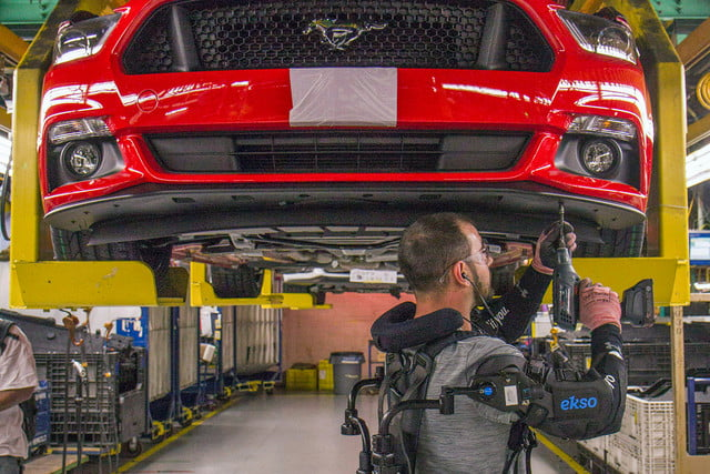 ford workers exoskeleton vests 5a