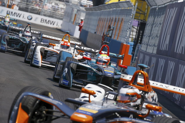 Formula E racers coming around a bend in the NYC ePrix