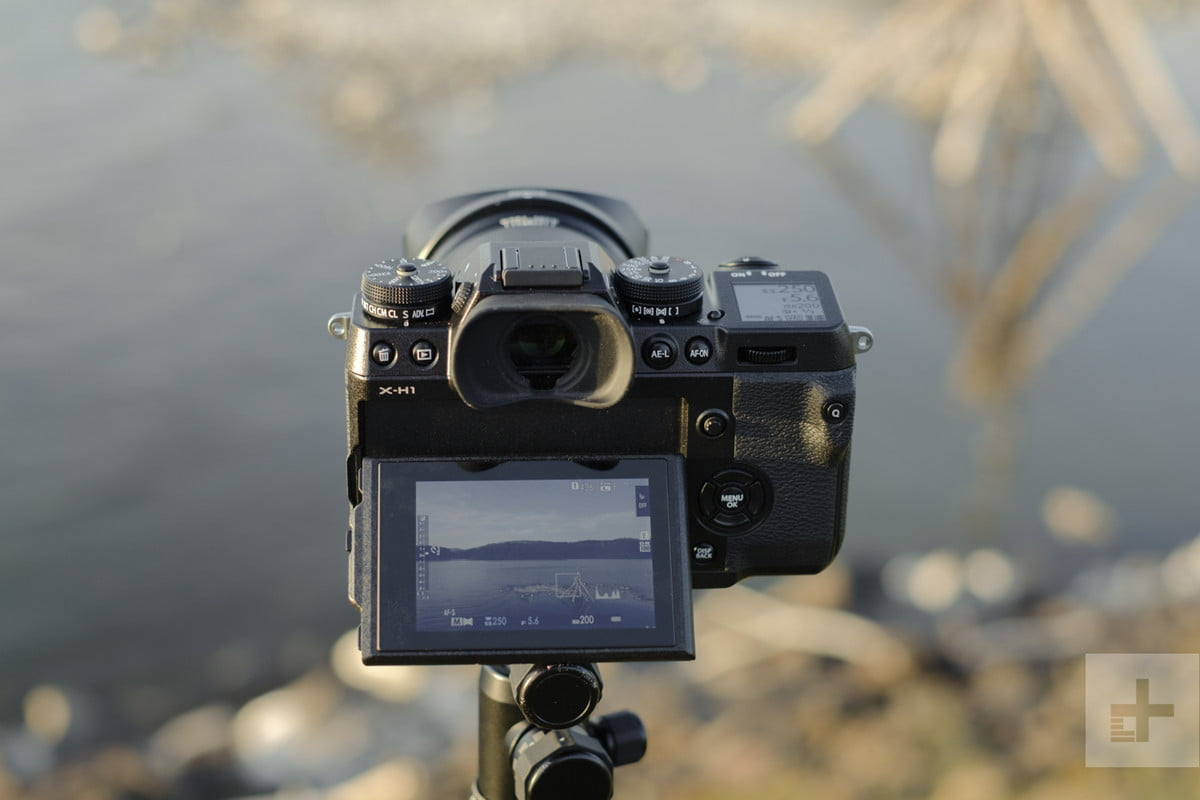 Fujifilm X-H1 review | Backside of camera shooting a lake in the live view mode