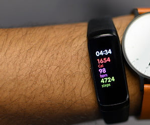 Samsung's $99 fitness tracker takes on FitBit. Can it keep pace?