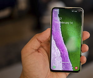With Galaxy S10e, Samsung rips a page out of Apple's iPhone XR playbook