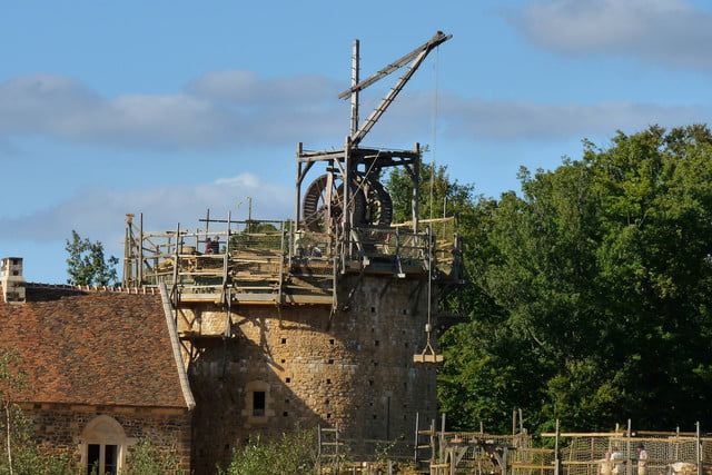 the guedelon castle is being built with 13th century techniques gu  delon 0012