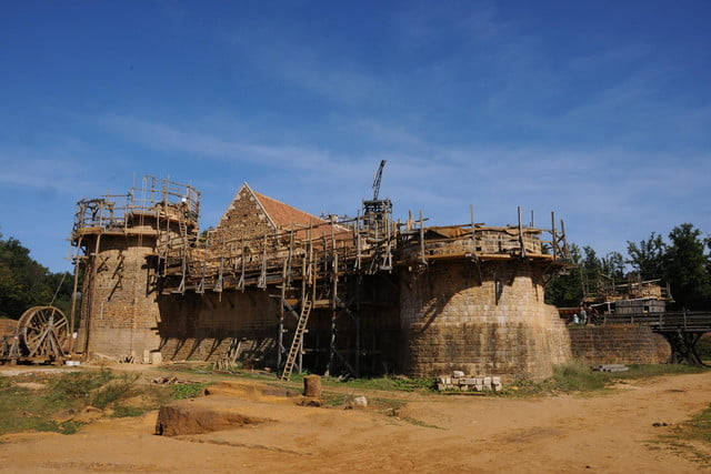 the guedelon castle is being built with 13th century techniques gu  delon 0056