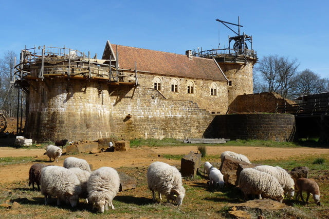 the guedelon castle is being built with 13th century techniques gu  delon 0075