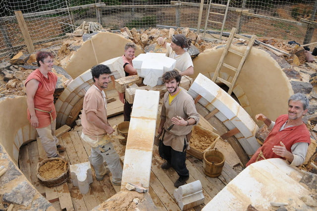 the guedelon castle is being built with 13th century techniques gu  delon 0091