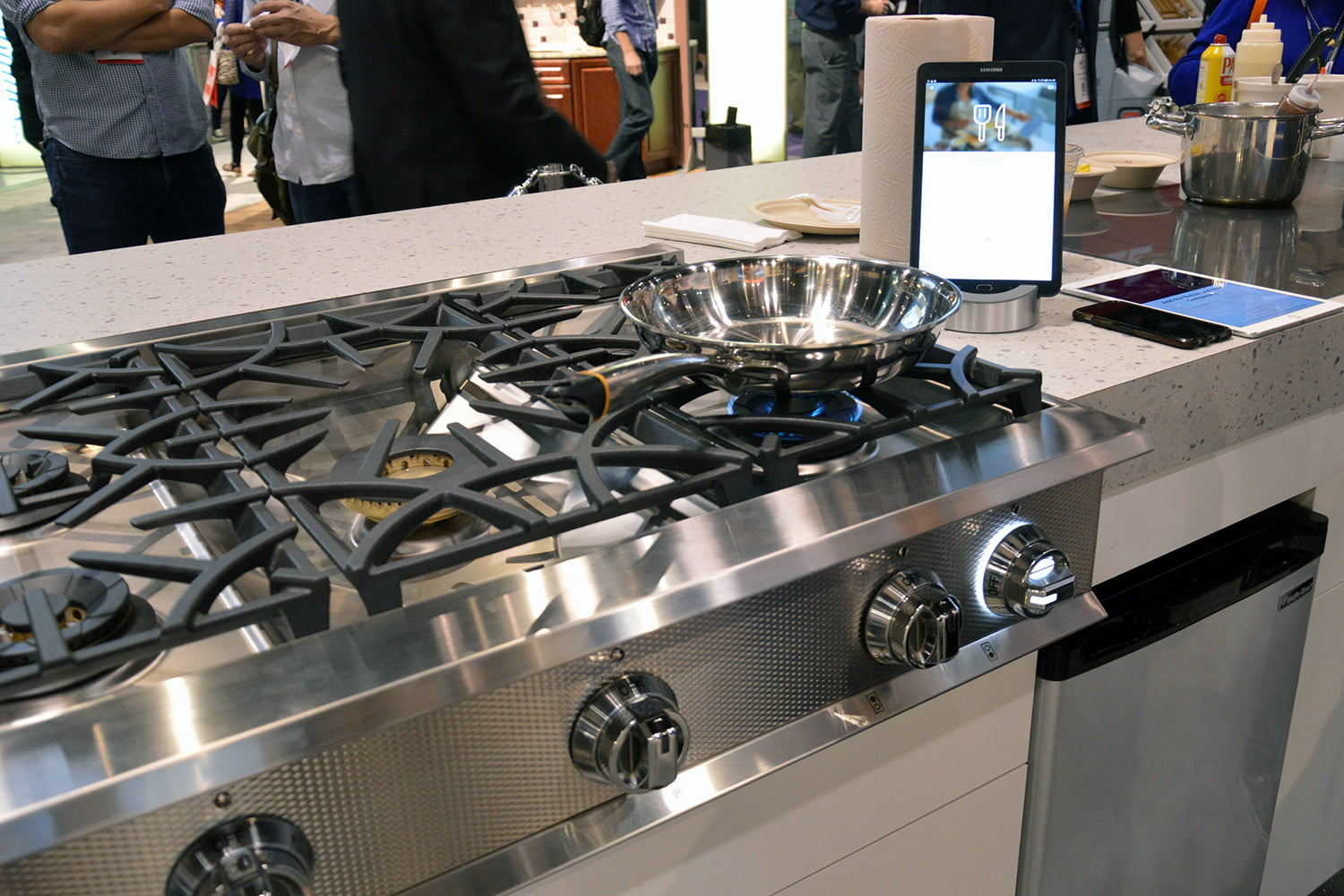 the range a gas cooktop between difference s whats stove and what featured countertop bosch