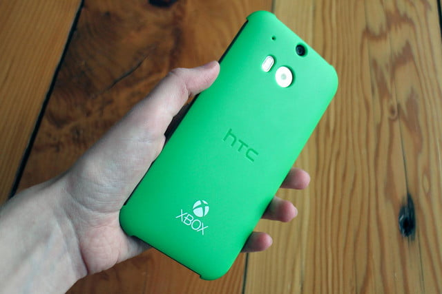 HTC One M8 w/ Windows hands on rear cover