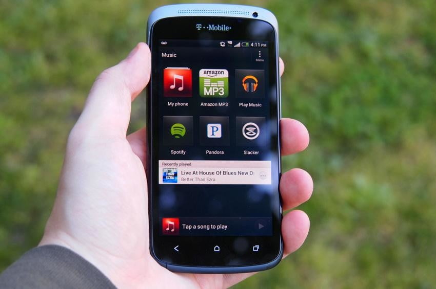 Trapped in the past: How slow adoption rates hurt Android