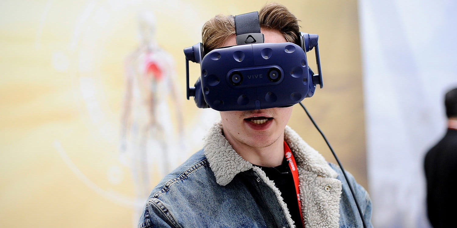 VR is in a tailspin, and the sales numbers prove it