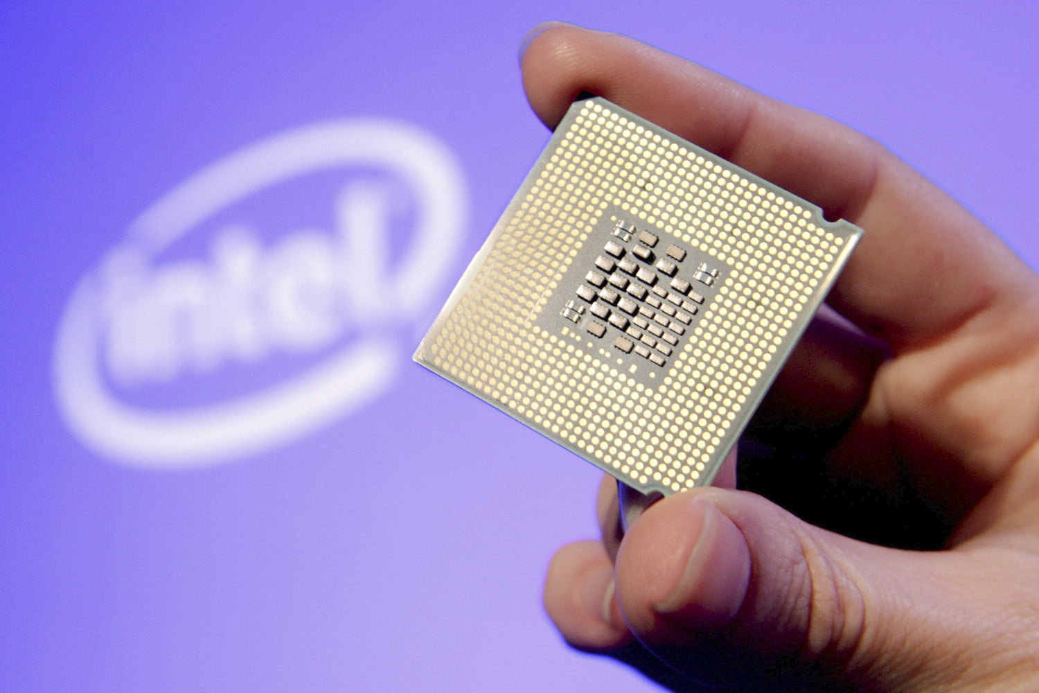 Intel answers Qualcomm's new PC processors by pairing Core and Atom in 'Foveros'