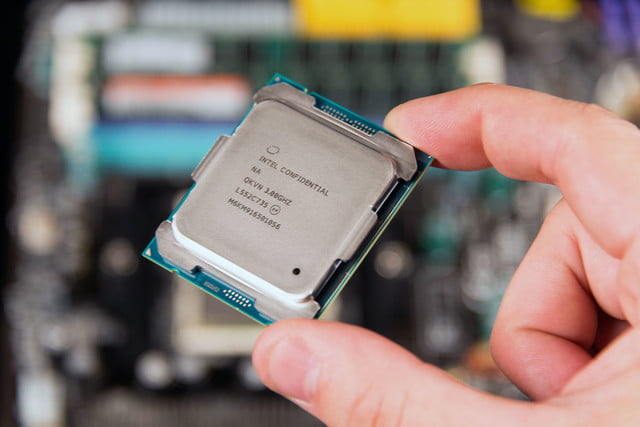 intel broadwell e announcement core i7 6950x handscale3