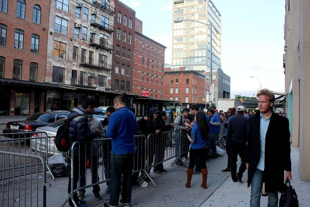 apple iphone 6 launch day news line 19