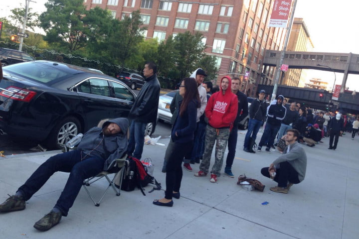 apple iphone 6 launch day news queue 2
