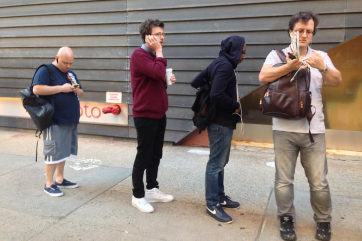 apple iphone 6 launch day news queue 3