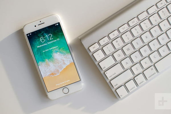 Apple iPhone 8 review keyboard front